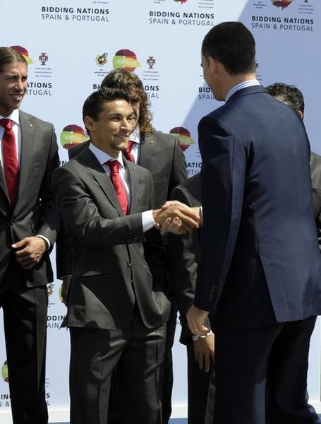 wc2010-0524-Navas-Ramos-PrinceFelipe握手.jpg