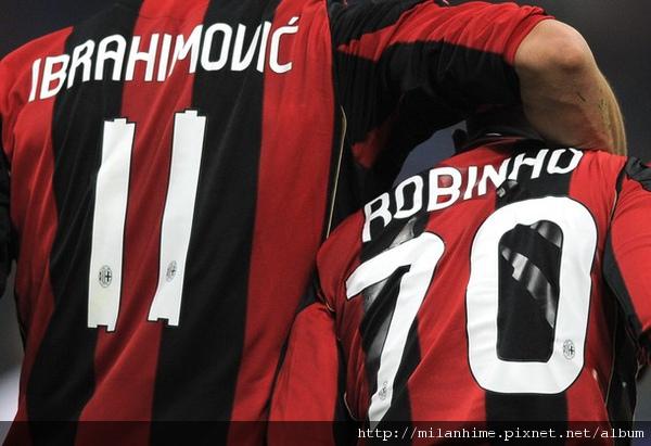 Milan-20101110-Ibra-Robinho-大巨人小矮人.jpg
