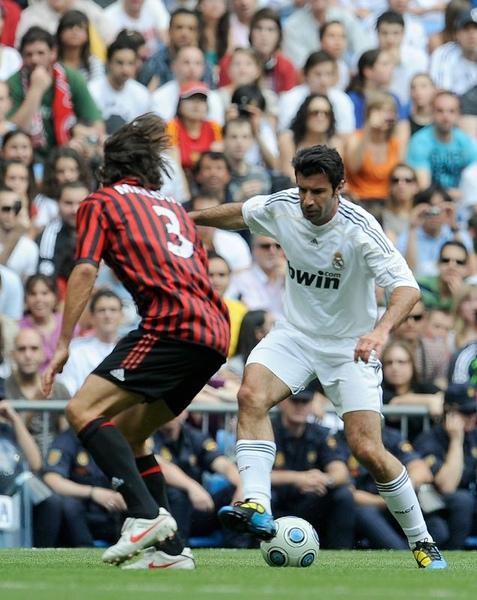 Milan-RM-20100530-Maldini-Figo.jpg