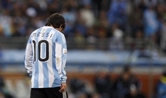 WC2010-0703-阿德-Messi-背影.jpg