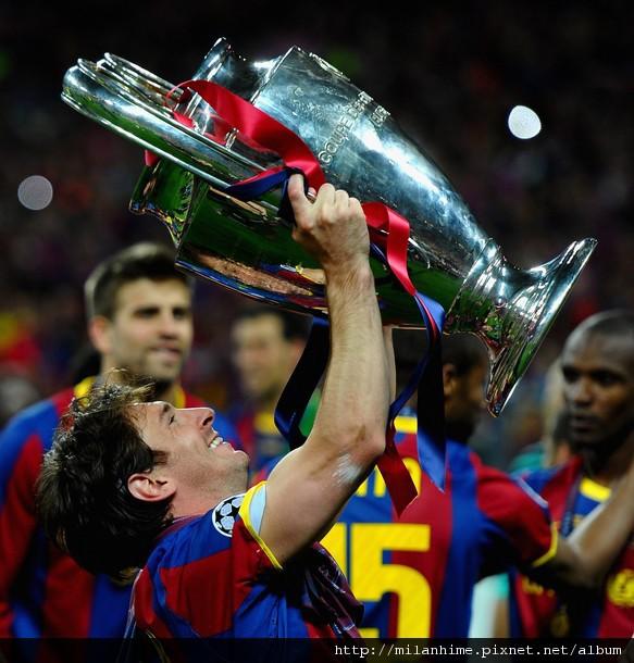 2011歐冠決賽-BarcaMU-Messi舉歐冠-great.jpg