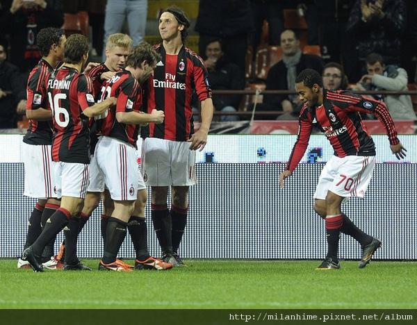 Milan-2011-0212-funny-到底是誰進球.jpg