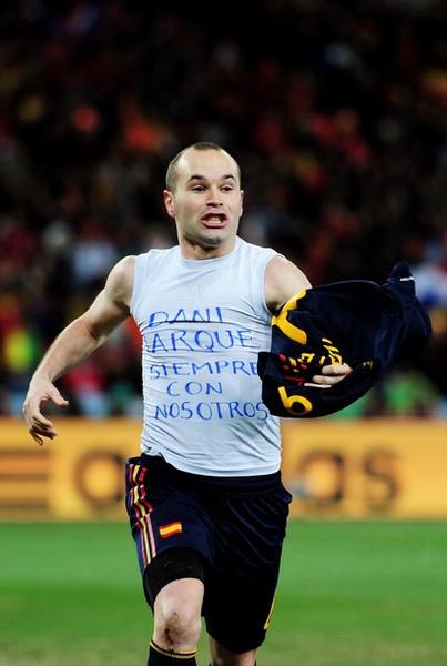 WC2010-Final-荷西-Iniesta進球獻亡友2.jpg