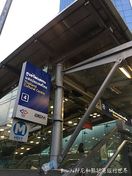 曼谷鐵道夜市2.jpg