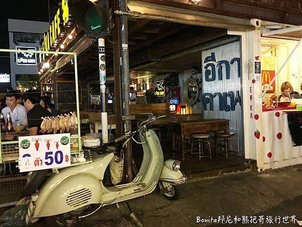 曼谷鐵道夜市12.jpg