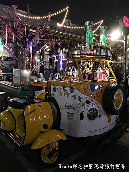 曼谷鐵道夜市22.jpg