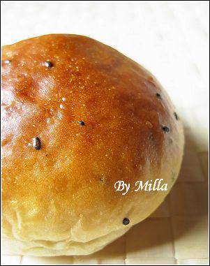 黑芝麻地瓜麵包  ──  奶酥