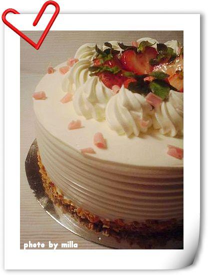 外表是草莓蛋糕