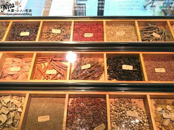 台南親子景點推薦古色古香黑橋牌香腸博物館貴氣新百祿燕窩觀光工廠美味又養生的台南