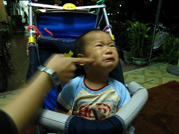 玩弄哭泣的小孩:p