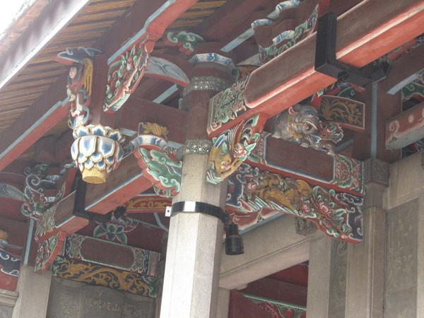 柱與樑之間的裝飾