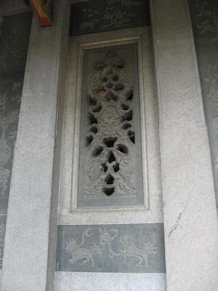櫺星門旁的石雕