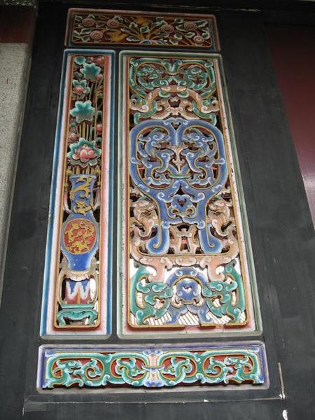 儀門旁的木雕