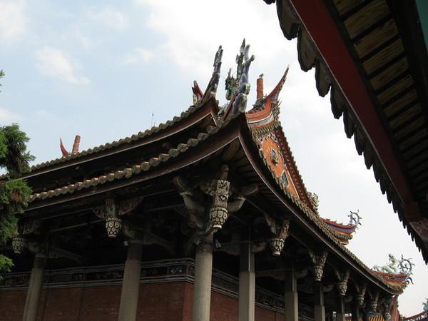 東廡往大成殿屋頂看上去