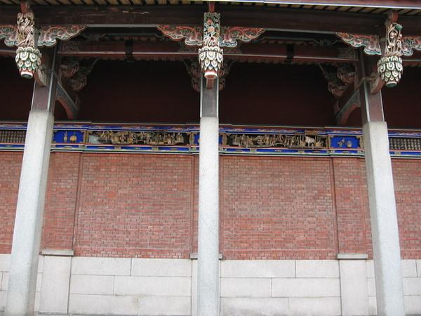 大成殿側邊山花牆