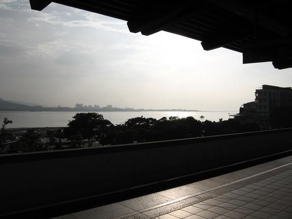 捷運站往港口看去