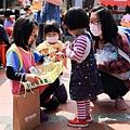 親子生活紀錄-西門國小跳蚤市場-055.jpg