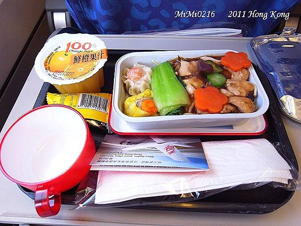 我們到機場前已經有吃過早餐了,飛機上又一餐,但不是很美味嘍!