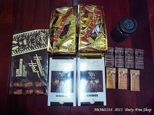 香港免稅買的一堆巧克力。(這堆還真是貴!)