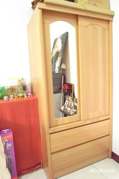 我喜歡這有鏡子的衣櫃。