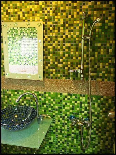 綠色的衛浴也很讚呀!