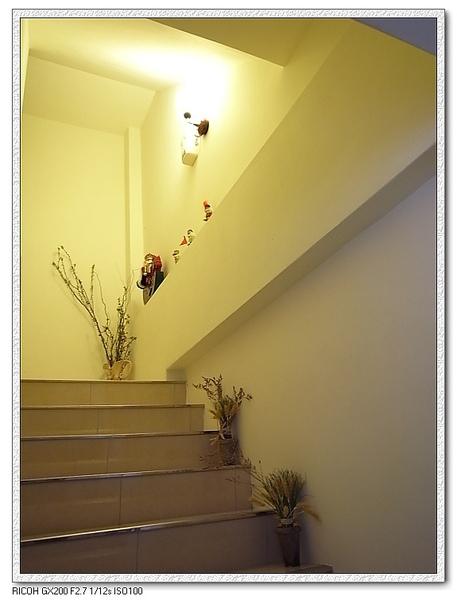 準備上樓一探究竟。