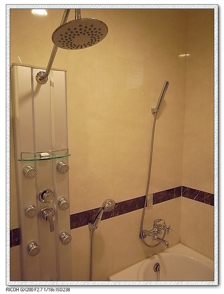 還有按摩沖澡設備!