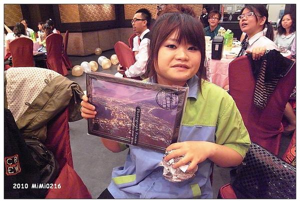 阿雪抽到老師去國外買的紀念品。