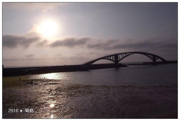 白天的彩虹橋。