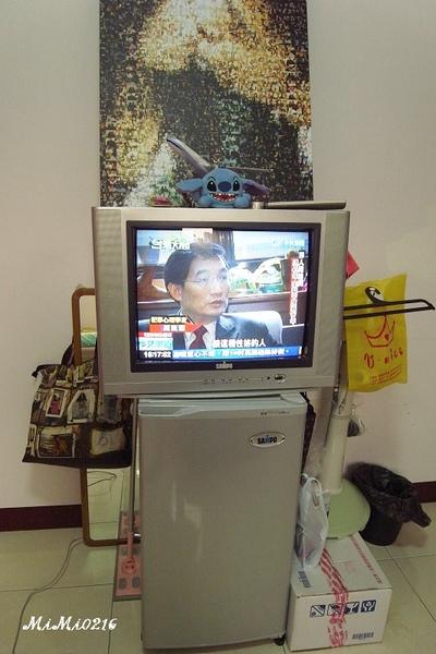 電視;小冰箱 (雜物過陣子要清掉)