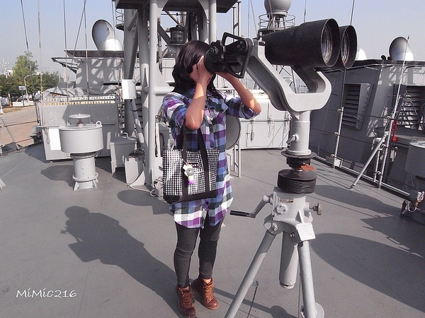 真好奇你們都用望遠鏡在看?