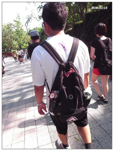 幫我背包包的貼心男人。