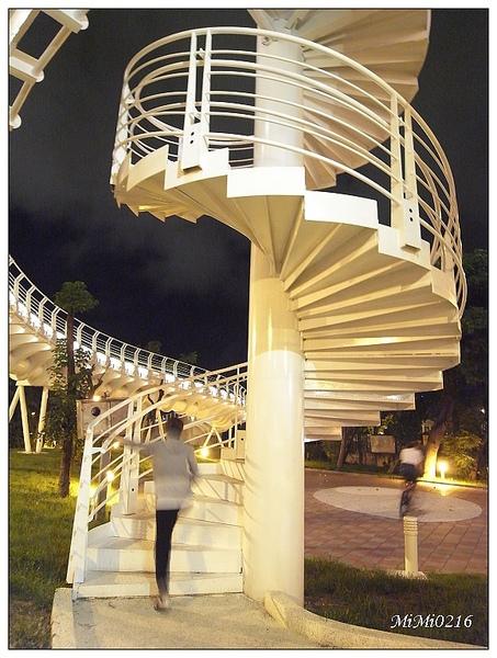 旋轉樓梯,試爬看看!