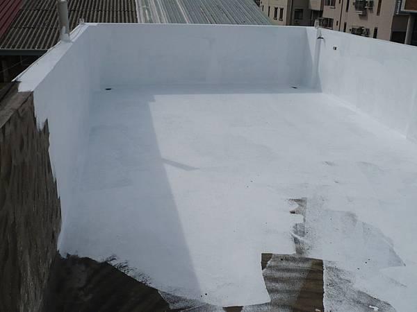 屋頂地坪壓克力樹酯彈性防水漆施作