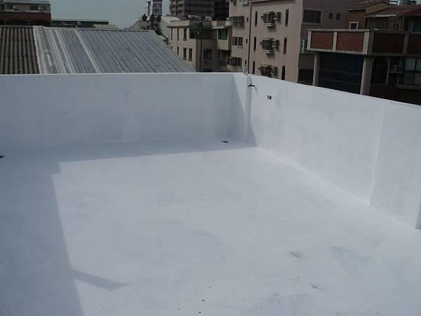 屋頂壓克力樹酯彈性防水漆施作地坪2