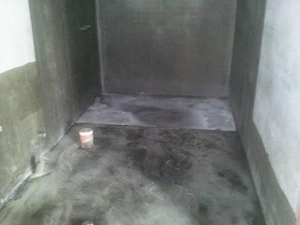 浴廁彈性水泥防水材施作