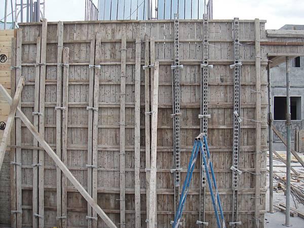 屋頂增建牆模組立
