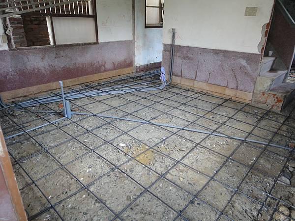 樓板墊高填土及鋼筋綁紮