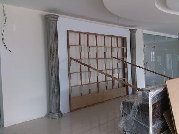大廳櫃台背牆木作裝修.jpg