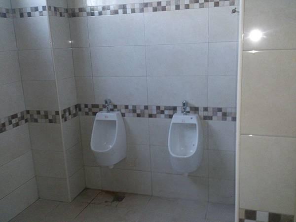 公共廁所室內裝修完成 (2).jpg