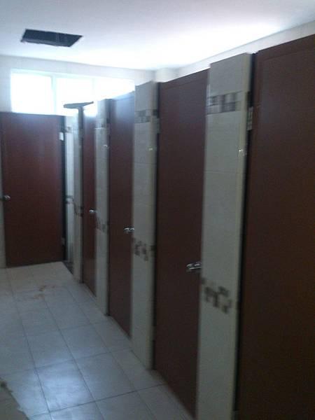 公共廁所室內裝修完成.jpg