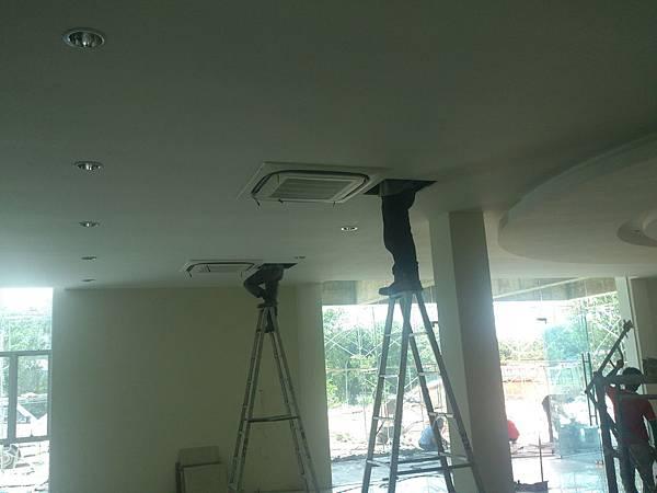 空調VRV系統室內機安裝.jpg
