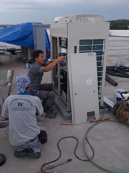 空調VRV系統室外機組裝.jpg
