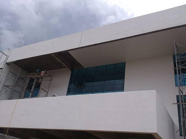 室外天花板企口鋁板施作.jpg