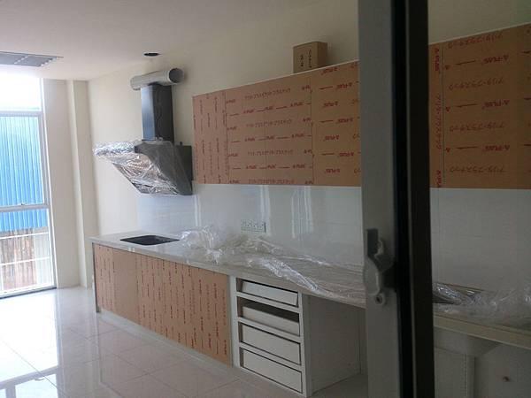 廚房餐廳櫥櫃組裝.jpg
