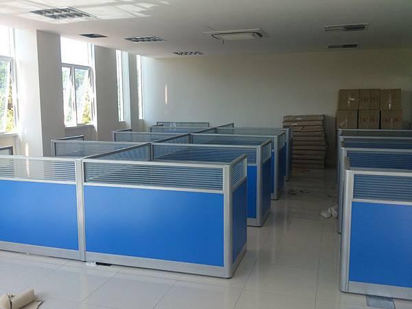 辦公室辦公家具組裝 (2).jpg