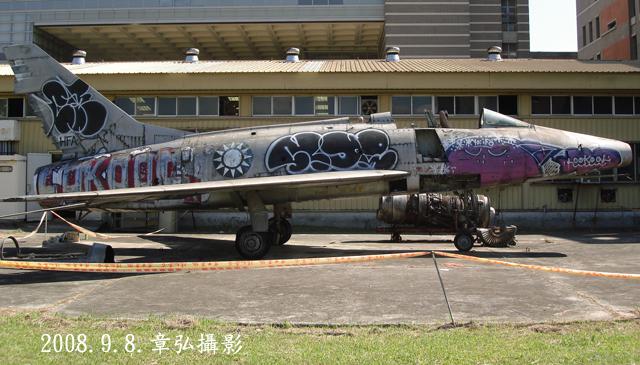 F-100_005.jpg