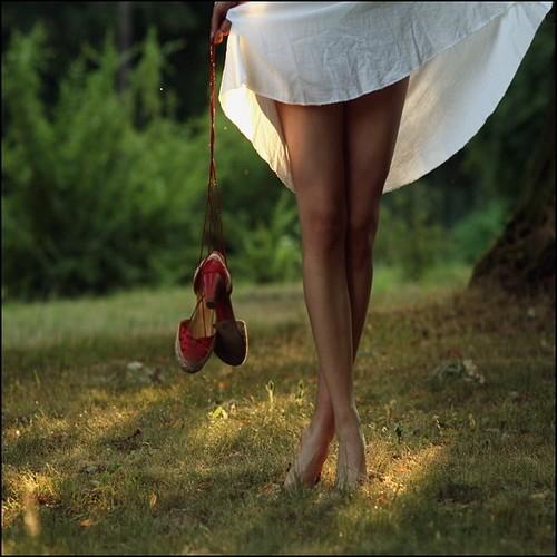 girl,legs,nature,shoes,stand,beautiful-d0745c299fede7e8a1482126baf7a661_h.jpg