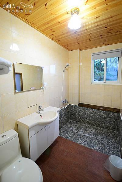 樓下雙人廁所 拷貝.jpg