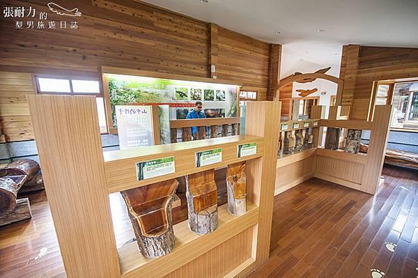 中間遊客中心 展示木頭 拷貝.jpg
